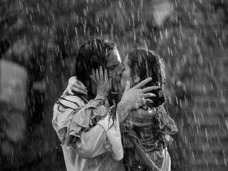Beso_bajo_la_lluvia